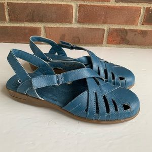 Dr. Scholl's blue leather closed toe flat sandals